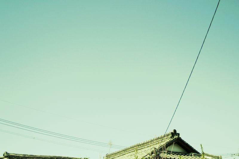 Japanese_roof_powerlines
